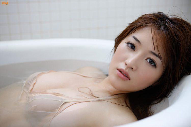 mai-hakase-takes-bath-gi-09