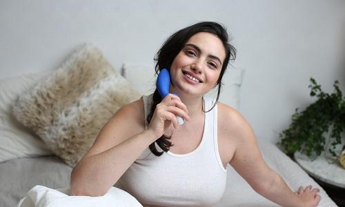 Sextoy là dụng cụ hỗ trợ con người tìm khoái cảm tình dục bằng cách kích thích theo kiểu này hay kiểu khác trên bộ phận nhạy của cơ thể
