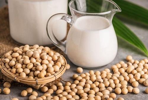 Những loại thực phẩm từ đậu nành cũng dễ gây yếu ở các quý ông