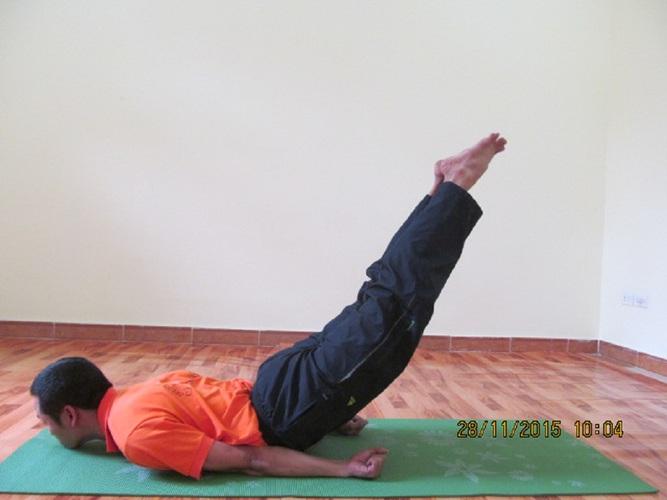 Tăng cường sinh lý nam giới bằng bài tập tư thế châu chấu trong yoga