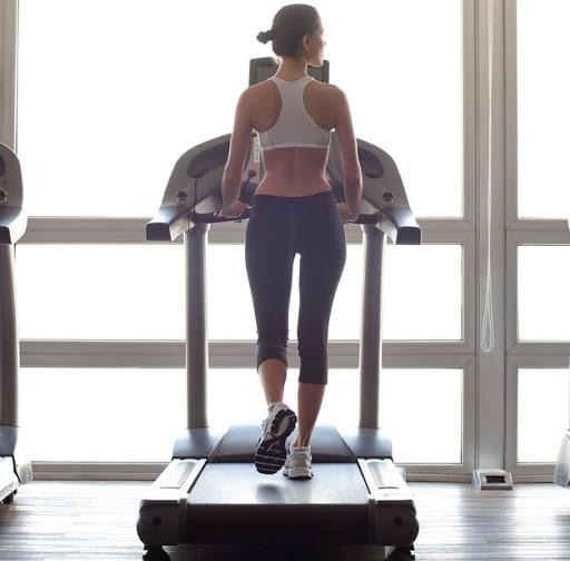 Đi bộ mỗi ngày 30 phút giúp giảm cân hiệu quả.