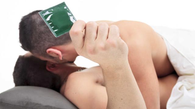 Quan hệ đồng tính cũng cần sử dụng bao cao su để bảo vệ an toàn cho bản thân