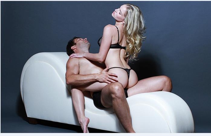 Ghế tình yêu giúp các cặp đôi đổi mới phong cách phon gf the với những tư thế mới lạ.