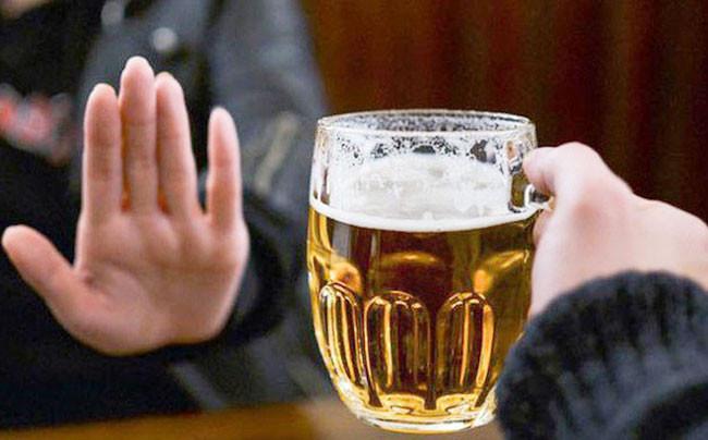 Không uống bia rượu là mẹo giảm ngủ ngáy hiệu quả