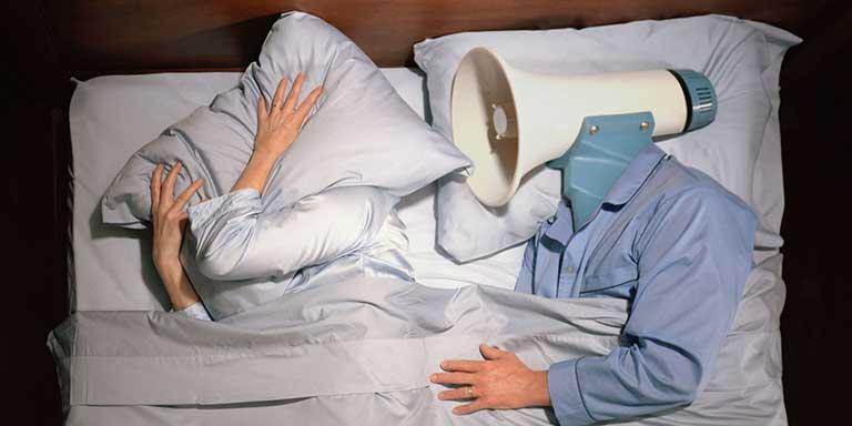 Ngủ ngáy gây ảnh hưởng và phiền phức đối với người ngủ chung