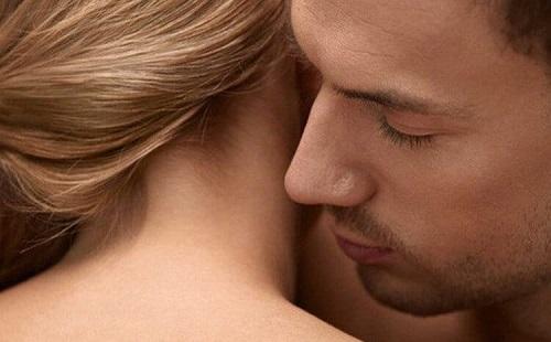 Cách nhận biết phụ nữ vừa mới quan hệ xong qua mùi hương
