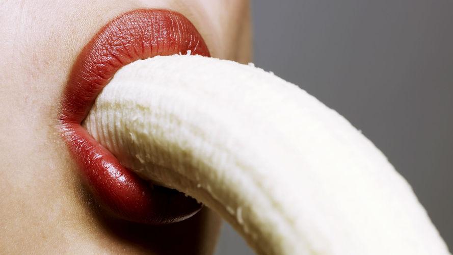 Sử dụng miệng để nút thật mạnh đầu dương vật