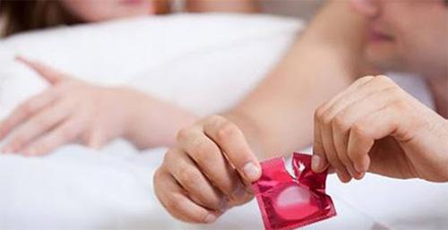 mang bao cao su là cách quan hệ tránh có thai an toàn và rẻ tiền nhất