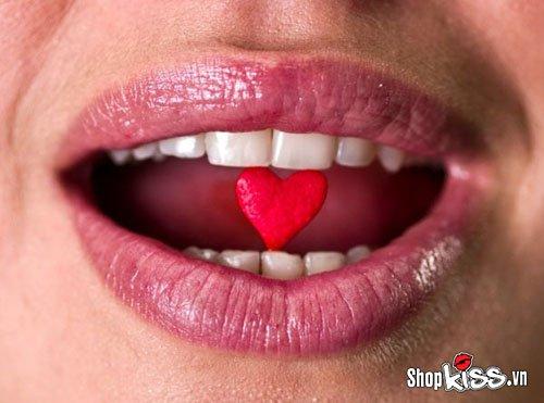 Quan hệ bằng miệng có bị HIV lây truyền không