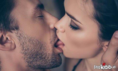 Lý do tại sao đàn ông thích hôn môi con gái?