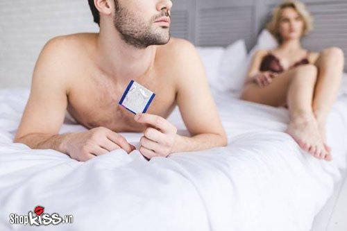 Tại sao đàn ông không thích dùng bao cao su khi ân ái?